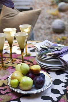 #Suzani, how to work a great piece of fabric with your table setting