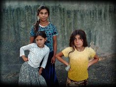 Gipsy girls (in Campulung Muscel, Romania)