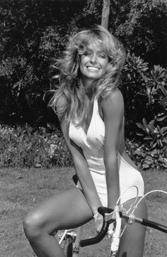 Farrah Fawcett in White Bikini is listed (or ranked) 4 on the list The Hottest Farrah Fawcett Photos Beautiful Celebrities, Most Beautiful Women, Beautiful Actresses, Beautiful People, Gorgeous Lady, Divas, Classic Beauty, Timeless Beauty, Photo Star