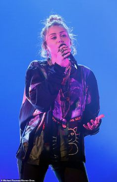 Miley Cyrus performs Nothing Breaks Like a Heart for Ellen's birthday - Singsong: The was among the guests joining the host for her on Monday, pe… - Hannah Miley, Miley Cyrus Style, Billy Idol, Female Singers, Shakira, Celebrity Crush, Girl Crushes, Pretty People, My Idol