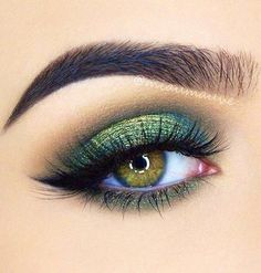 Feline Liner Lashes iridescent Green Smokey - March 09 2019 at Makeup Looks For Green Eyes, Colorful Eye Makeup, Eye Makeup Art, Nude Makeup, Makeup For Green Eyes, Eye Makeup Tips, Eyeshadow Makeup, Makeup Ideas, Makeup Monolid