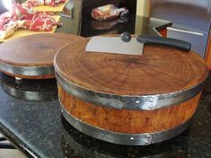 Mesquite Wood Cutting Board Round with Forged Stainless Hoop Diy Cutting Board, Wood Cutting Boards, Log Furniture, Furniture Projects, Wooden Projects, Wood Crafts, Woodworking Plans, Woodworking Projects, Mesquite Wood