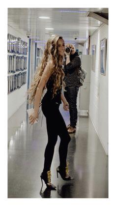 Long Curly Hair, Curly Girl, Wavy Hair, Curly Hair Styles, Camila Gallardo, Dream Hair, Hair Hacks, Girl Crushes, Hair Goals