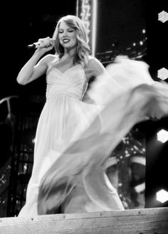 Love Story - RED Tour, London 2/2/14 A glimpse of the Taylor that used to be.