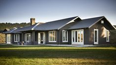 Hawkes Bay born architect Andy Coltart design classic, contemporary homes that reflect the inherent natural beauty of the area in which they are set.