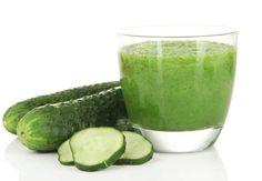 Détox au concombreLes ingrédients pour 1 verre2 branches de céleri½ concombre moyen1 petite poignée d'épinards3 cl de jus d'herbe de blé frais1 rondelle d'orangeLe bonus détox/minceur Ce jus vert est riche en chlorophylle qui stimule la formation de l'hémoglobine, améliore la circulation sanguine, oxygène les cellules notemment celles du foie qu'elle aide à se débarrasser des toxines). Très tendance chez les végétariens, l'herbe de blé offre une belle variété de vitamines, minéraux et…