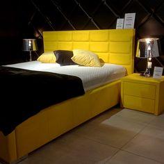 SABBIA, to mikrofibra z całą gamą jej licznych zalet, ale również oszałamiającą paletą kolorów. Piękna, o delikatnej fakturze, do złudzenia przypomina doskonałej jakości zamsz. Jednak w odróżnieniu od zamszu bardzo łatwo utrzymać ją w czystości. Bed, Furniture, Home Decor, Palette, Decoration Home, Stream Bed, Room Decor, Home Furnishings, Beds