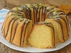 Çayın yanına çabucak yapacağınız, pamuk gibi yumuşacık ve lezzetli bir kek tarifi...