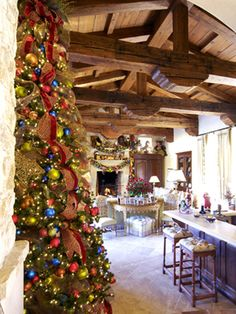 Leanne-Micheal-Interiors-Christmas-tree-colorful-2