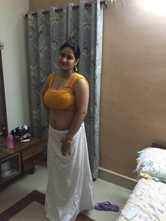 Desi Bhabhi and Desi Wives Hot Pics: Desi Hot Aunty and Girls Boobs And Ass Pics Beautiful Girl Indian, Beautiful Indian Actress, Beautiful Saree, Beautiful Models, Beautiful Women, Desi Bhabi, Aunty In Saree, Indian Beauty Saree, India Beauty