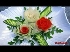 Elegant Garnish of Carrot Radish & Zucchini Rose Flowers with Onion & Cilantro Designs DIY Video Rezept Radish Flowers, Cucumber Flower, Rose Flowers, Fruit Appetizers, Appetizers For Party, Elegant Appetizers, Fruit Decorations, Food Decoration, Zucchini