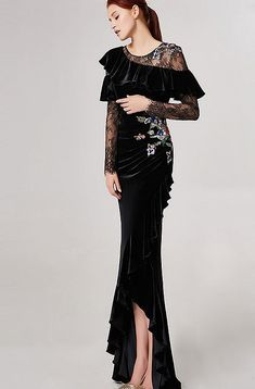 ladies & gentlemen, what do you think about this black dress? Beautiful Prom Dresses, Elegant Dresses, Formal Dresses, Glamorous Evening Gowns, Evening Dresses, Drape Gowns, Mothers Dresses, Haute Couture Fashion, Traditional Dresses