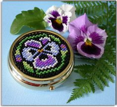 Pansy Pill Box - A project from Bead-Patterns the Magazine Issue 6 (Jul/Aug 2006) Summer Issue tutorial!!!!