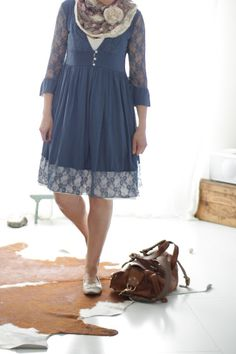 ODD MOLLY EASY V-DRESS IN BLUE