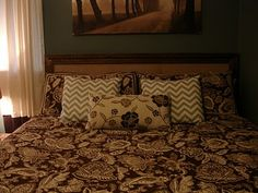 Don't Disturb This Groove: D-I-Y Headboard from trim, burlap and a TV box!!