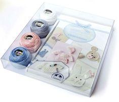 Este mes en la revista En Casa presentamos los nuevos kits Mis primeros días en crochet  para celebrar la llegada del bebé con sencill...