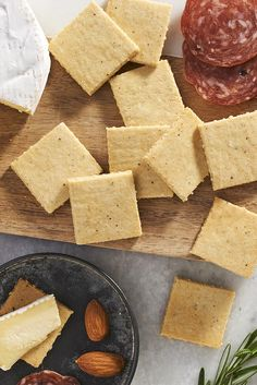 Gluten-Free almond flour crackers recipe keto-- sides and sn Almond Flour Crackers Recipe, Gluten Free Crackers, Almond Flour Recipes, Savory Crackers Recipe, Paleo Flour, Buckwheat Recipes, Blanched Almond Flour, Blanched Almonds, Keto Snacks
