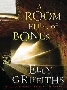 Reading the Ages: A Room Full of Bones (Ruth Galloway Mysteries)-  E...