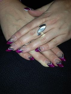 Sculptured Edge tips with pink glitter and strips as nail art