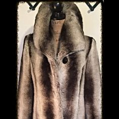 """☃️🎄NWOT/Pamela McCoy Faux Fur Chinchilla/1st Edt 🎄☃️NWOT/Pamela McCoy Faux/From her 1st works/feel 1st faux furs R BEST/timeless faux chinchilla/calf-length hemline/shawl collar/4 hook-eye close/lg button so collar can cover chest/up keeps ears warm/27""""L sleeves/ rolled makes a cuff/2 pockets at waist/slip pocket/each side of interior/lined w satin-like fabric/At office or night out/this faux fur makes you fabulous/face 100% modacrylic/lining 100% poly/Dry clean/China/XS Bust 40""""/Cnt  Back…"""