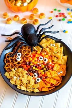 Spooky Halloween Snack Mix is super yummy and so fun! Perfect for Halloween parties, movie nights and festive gatherings. Quick and easy recipe. Fall Dinner Recipes, Fall Recipes, Potluck Recipes, Bakery Recipes, Party Recipes, Quick Recipes, Delicious Recipes, Snacks Recipes, Donut Recipes
