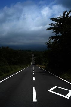 Dream Road | snow | mountains | Road | Road Trip | Road Photo | Landscape photography | scenic | Drive | travel | wanderlust | on the road | empty road | Schomp BMW