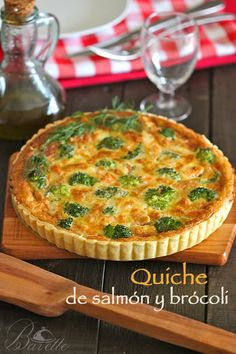 Quiche with salmon, broccoli and cheese - Salmon And Broccoli, Broccoli Quiche, Broccoli And Cheese, Broccoli Salad, Quiches, Raw Food Recipes, Fish Recipes, Cooking Recipes, Cooking Ideas
