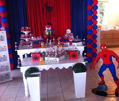 Decoração para festa do Homem Aranha. Veja mais aqui: http://mamaepratica.com.br/2015/10/02/festa-do-homem-aranha-e-vingadores  #festa #HomemAranha #OsVingadores