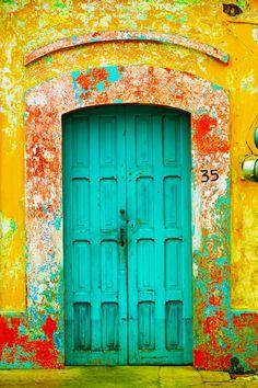 Puerta de vivienda en San Cristóbal de las Casas, estado de Chiapas, México.