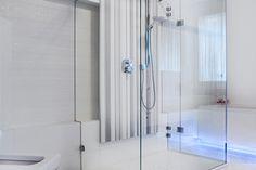 Wnętrze w stylu glamour - wystrój wnętrz w stylu glamour - aranżacja glamour.  Zobacz więcej na www.amarantowestudio.pl Bathtub, Studio, Bathroom, Bath Room, Bath Tub, Bathtubs, Full Bath, Tubs, Studios