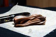 手工原木筆擱 /  木種:牛樟 /  尺寸:7.8x3.8x2cm /  上漆研磨拋光 # 150-2000 / 三層二度底漆