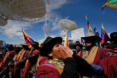 Evo Morales, inaugura la base de Amachuma para operar el primer satélite boliviano de telecomunicaciones, bautizado como Tupac Katari,  que se lanzará el 20 de diciembre desde China.
