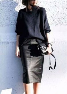 Skirt leather pencil chic 68 ideas Source by ideas skirt Black Leather Skirt Outfits, Black Leather Pencil Skirt, Pencil Skirt Casual, Black Pencil Skirt Outfit, Pencil Dresses, Dress Black, Mode Outfits, Fall Outfits, Casual Outfits