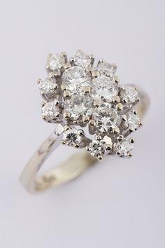 Wit gouden markies ring met briljant bij Sengers