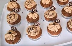 Cupcakes zijn heerlijk en heel makkelijk te maken en met toevoeging van Licor 43 worden ze éxtra lekker. Met wie ga jij deze maken? Mini Cupcakes, Tasty, Yummy Food, Mini Pies, Pie Cake, Fika, High Tea, Doughnuts