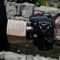 A coffee sleeve as a lens hood. Savvy!