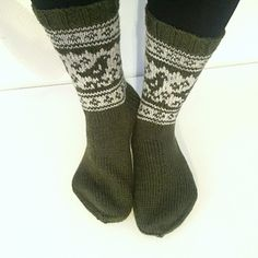 Helpot kirjoneulesukat, ohjeet naisten ja miesten sukkaan.