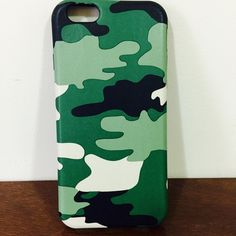 Ocean-wave pattern shock defender armor case Ocean-wave pattern shock defender armor case Listing is slim digital Ocean-Wave Pattern shock proof protective case for iPhone 6/6s.  Amazing Green digital wave pattern design with smooth leather surface and durable soft black back.  Order will ship within 24 hours.  You will receive the exact case just as the picture shows.  Thanks for watching. Accessories