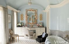 When I first saw this, I thought it was a bedroom! Love the light blue lacquered walls and the marble tub in its own niche. There'd have to be a shower, though. Kelli Ford & Kirsten Fitzgibbons designed it. Black Armchair, Home Luxury, Veranda Magazine, Living Vintage, Deco Addict, Hickory Chair, Beautiful Bathrooms, Beautiful Mirrors, Small Bathrooms