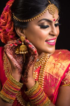 bridal jewelry for the radiant bride Indian Bride Photography Poses, Indian Bride Poses, Indian Wedding Poses, Indian Wedding Couple Photography, Indian Bridal Photos, Bridal Photography, Hindu Wedding Photos, Tamil Wedding, Photography Portraits