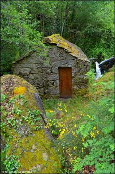 Stone Cabin, Russian Landscape, Building A Container Home, House In Nature, Stone Masonry, Natural Homes, Dry Stone, House On The Rock, Stone Houses