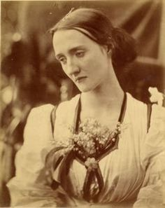 Julia Margaret Cameron's photo of her niece, Mary Fisher. Mary was the older sister of Julia Stephen, the mother of Virginia Woolf. 1800s Photography, History Of Photography, Portrait Photography, Fashion Photography, Julia Margaret Cameron Photography, Julia Cameron, Virginia Woolf, Vintage Photographs, Vintage Photos