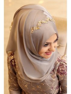 Bridal hijab turban scarfs ideas for 2019 Hijab Styles For Party, Wedding Hijab Styles, Hijab Wedding Dresses, Niqab Fashion, Modest Fashion Hijab, Muslim Fashion, Hijab Outfit, Hijab Dress, Stylish Hijab