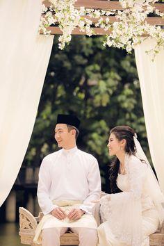 Photo by Edwin Tan and Armadale Weddings. www.theweddingnotebook.com