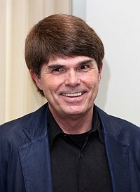 Dean Koontz writer and loves dogs