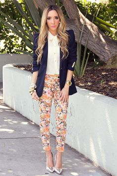 Floral capri pants, gold-tipped collar, navy blazer and metallic heels Urban Apparel, Urban Outfits, Fashion Outfits, Zara Blazer, Tunic Tank Tops, Work Chic, Floral Pants, Leggings, Printed Pants