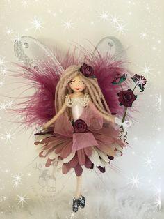 Doll Crafts, Cute Crafts, Diy Doll, Craft Stick Crafts, Elves And Fairies, Felt Fairy, Clothespin Dolls, Flower Fairies, Fairy Dolls