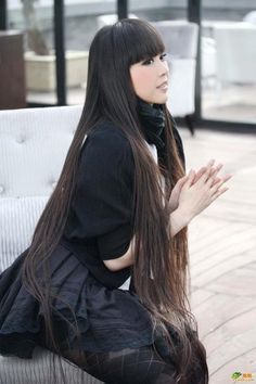 Long bangs, long hair, wow!