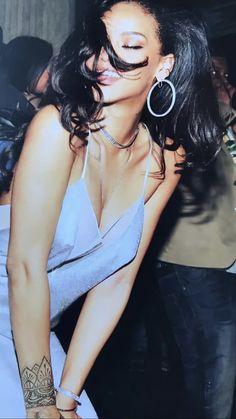 """""""happy birthday to Rihanna 🖤"""" Mode Rihanna, Rihanna Riri, Rihanna Style, Pretty People, Beautiful People, Look Fashion, Fashion Outfits, Rihanna Looks, Rihanna Outfits"""