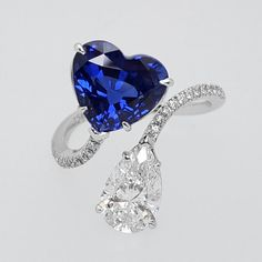 Sapphire and Diamond 'moi et toi' ring Real Gold Jewelry, Heart Jewelry, Luxury Jewelry, Stone Jewelry, Jewellery Rings, Buy Diamond Ring, Diamond Engagement Rings, Sapphire Diamond, Blue Sapphire